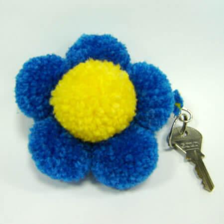 chaveiro flor pompom