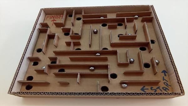 brinquedos-faceis-de-fazer-labirinto-caixa